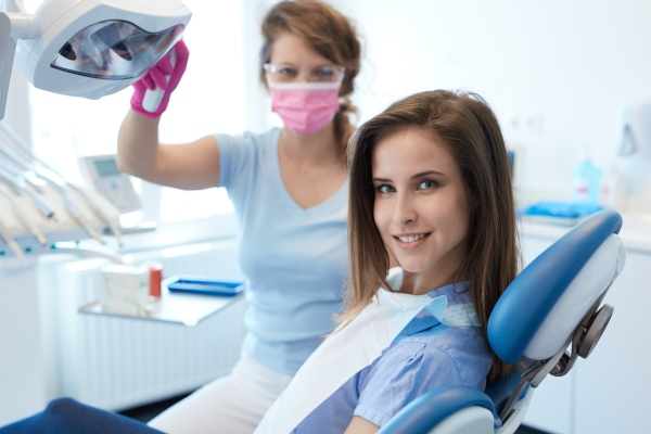 Can You Whiten Dental Veneers?