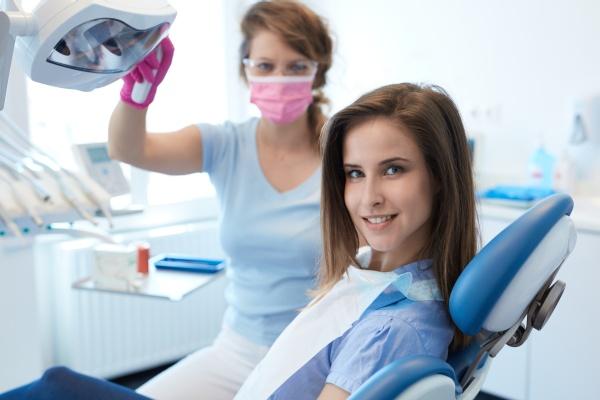 Can You Whiten Dental Veneers?